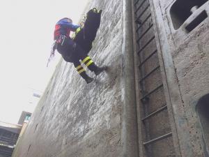 Rettung mittels Hebesack und Bergwacht aus der Schleuse